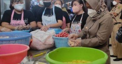 Isoman Warga Kota Mojokerto, Ning Ita Selalu Suplai Kebutuhan Obat, Vitamin, dan Makan