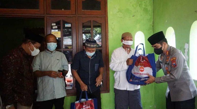 Eks Napiter Pulkam, Kapolresta Mojokerto Silaturahmi dan Berikan Bansos