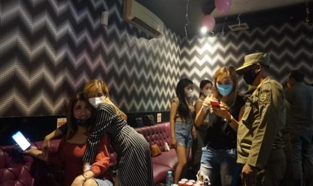 Tempat Hiburan Langgar Aturan, Royal Family Karaoke dan X2X Karaoke di Kota Mojokerto Ditutup
